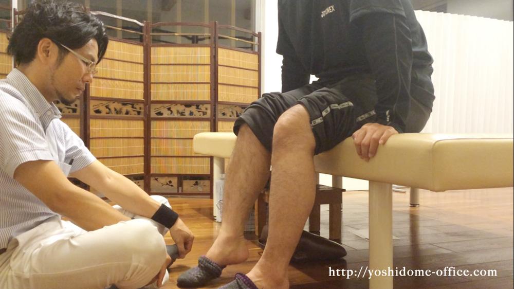 「バドミントンで足首に違和感がある」と、バドミントンが趣味の30代男性